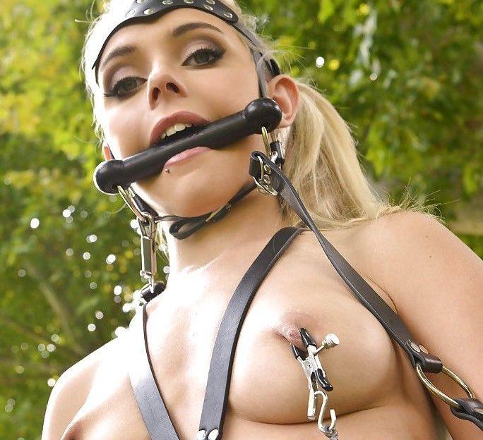 Blondine mit Pony Fetisch sucht einen strengen Reiter